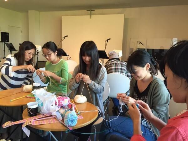 クロスロードチャーチ岡山(キリスト教会)「編み部」活動の様子の写真