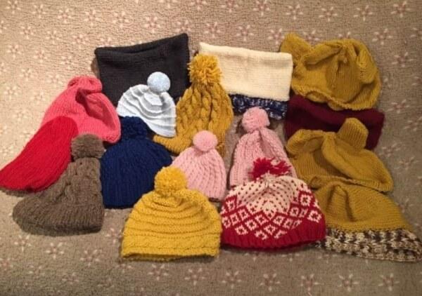 クロスロードチャーチ岡山(キリスト教会)「編み部」活動で作った帽子等の写真